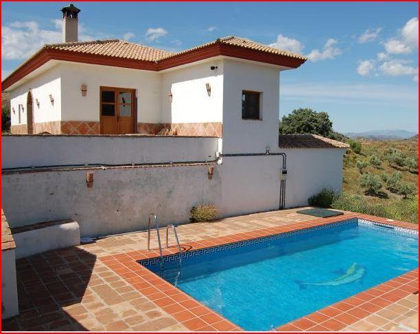 Pool-towards-winer-terrace-sunshine